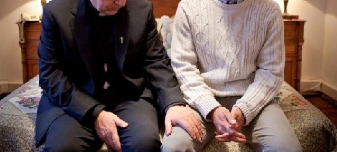 https://www.ragusanews.com//immagini_articoli/14-06-2018/ragusa-prete-vittima-estorsione-sfondo-sessuale-500.jpg