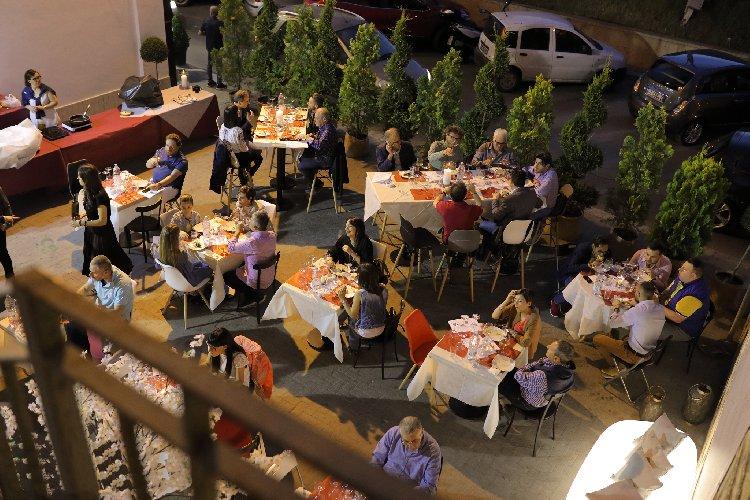 https://www.ragusanews.com//immagini_articoli/14-06-2019/1560510752-caffetteria-in-fermento-a-vittoria-1-500.jpg