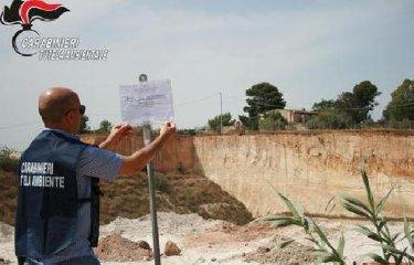 https://www.ragusanews.com//immagini_articoli/14-06-2019/300-tonnellate-di-rifiuti-tossici-in-una-cava-di-vittoria-240.jpg