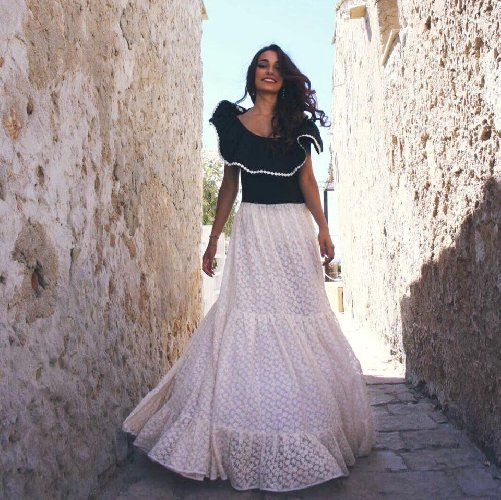 https://www.ragusanews.com//immagini_articoli/14-06-2019/rosanna-chiavaro-protagonista-spot-birra-messina-500.jpg