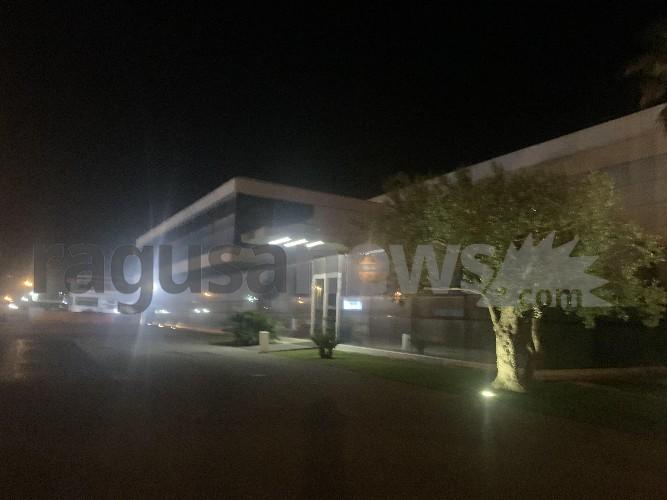 https://www.ragusanews.com//immagini_articoli/14-06-2020/incendio-nello-stabilimento-lgb-di-ragusa-operai-all-interno-500.jpg