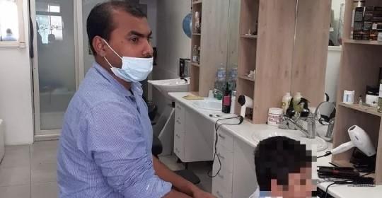 https://www.ragusanews.com//immagini_articoli/14-06-2021/era-scontento-del-taglio-dei-capelli-prende-a-sprangate-il-barbiere-280.jpg