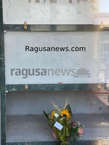 https://www.ragusanews.com//immagini_articoli/14-06-2021/sepolte-le-ceneri-di-franco-battiato-500.jpg