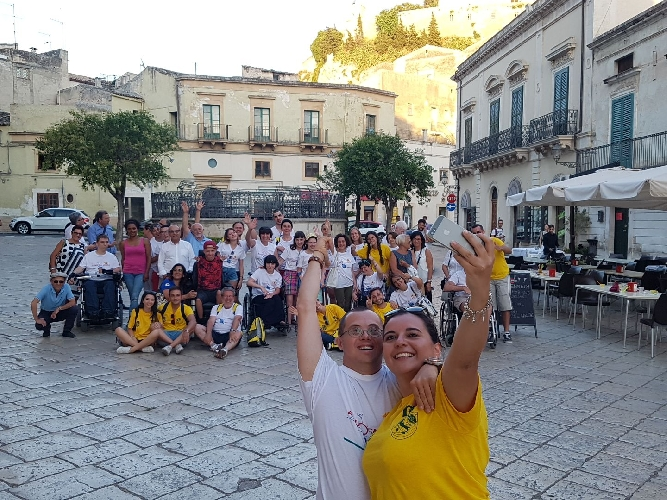 http://www.ragusanews.com//immagini_articoli/14-07-2017/campo-italia-disabili-visita-scicli-500.jpg