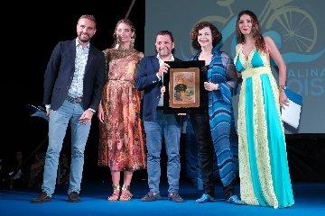 https://www.ragusanews.com//immagini_articoli/14-07-2018/anna-galiena-roberto-lipari-raccontano-marefestival-salina-240.jpg