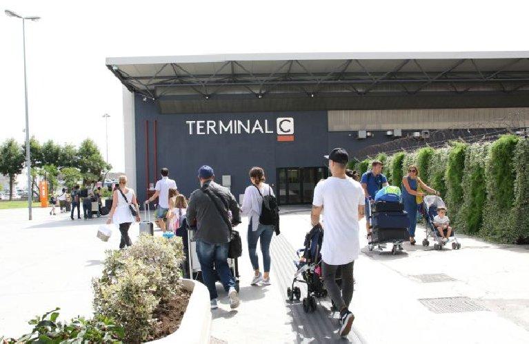 https://www.ragusanews.com//immagini_articoli/14-07-2018/funzione-terminal-aeroporto-catania-500.jpg
