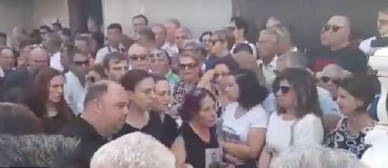 https://www.ragusanews.com//immagini_articoli/14-07-2019/funerali-di-alessio-palloncini-bianchi-e-il-go-kart-240.png
