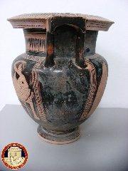 https://www.ragusanews.com//immagini_articoli/14-07-2019/raro-vaso-risalente-v-secolo-ac-sequestrato-ad-aci-castello-240.jpg