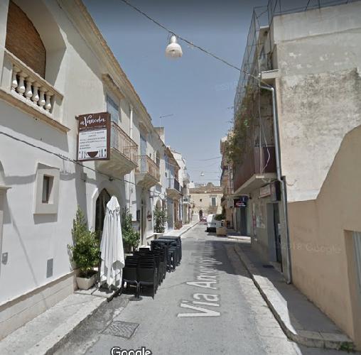 https://www.ragusanews.com//immagini_articoli/14-07-2019/sindaco-cassi-chiuda-via-vespucci-ad-auto-e-moto-a-marina-500.png