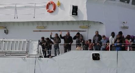 https://www.ragusanews.com//immagini_articoli/14-07-2020/pozzallo-11-migranti-positivi-al-coronavirus-240.jpg