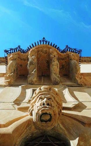 https://www.ragusanews.com//immagini_articoli/14-08-2014/i-mascheroni-tardobarocchi-siciliani-500.jpg