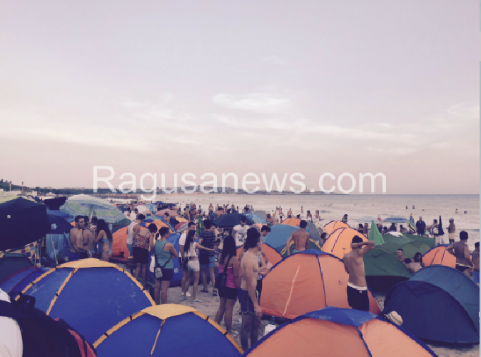 http://www.ragusanews.com//immagini_articoli/14-08-2015/grande-baraccopoli-sampieri-sono-arrivati-gli-sporcaccioni-500.png