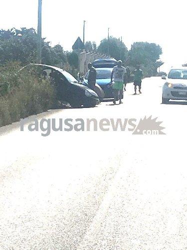 https://www.ragusanews.com//immagini_articoli/14-08-2018/incidente-costa-carro-ferita-donna-500.jpg