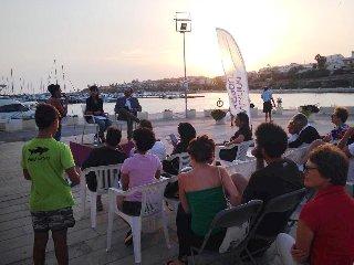 https://www.ragusanews.com//immagini_articoli/14-08-2018/marina-ragusa-letture-porto-240.jpg