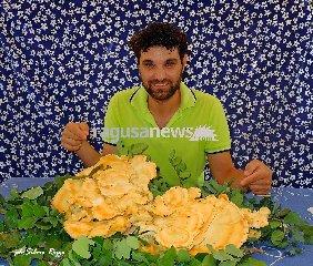 https://www.ragusanews.com//immagini_articoli/14-08-2018/vincenzo-fungo-chili-mezzo-240.jpg