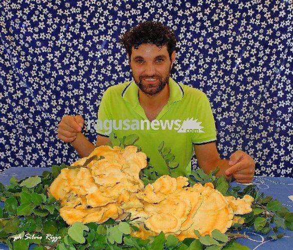 https://www.ragusanews.com//immagini_articoli/14-08-2018/vincenzo-fungo-chili-mezzo-500.jpg