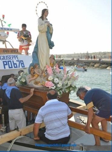 https://www.ragusanews.com//immagini_articoli/14-08-2020/prevenzione-covid-non-si-terra-la-festa-dell-assunta-in-mare-500.jpg
