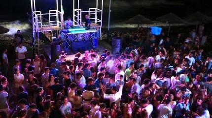 https://www.ragusanews.com//immagini_articoli/14-08-2020/senza-mascherine-in-discoteca-chiusa-sala-da-ballo-in-sicilia-240.jpg