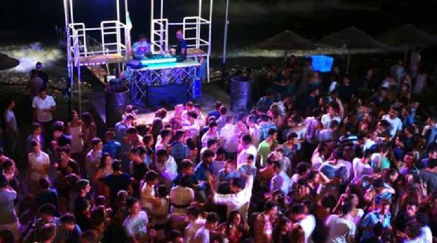 https://www.ragusanews.com//immagini_articoli/14-08-2020/senza-mascherine-in-discoteca-chiusa-sala-da-ballo-in-sicilia-500.jpg