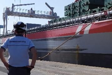 https://www.ragusanews.com//immagini_articoli/14-08-2020/zolfo-sopra-i-limiti-30-mila-euro-di-multa-per-nave-a-pozzallo-240.jpg