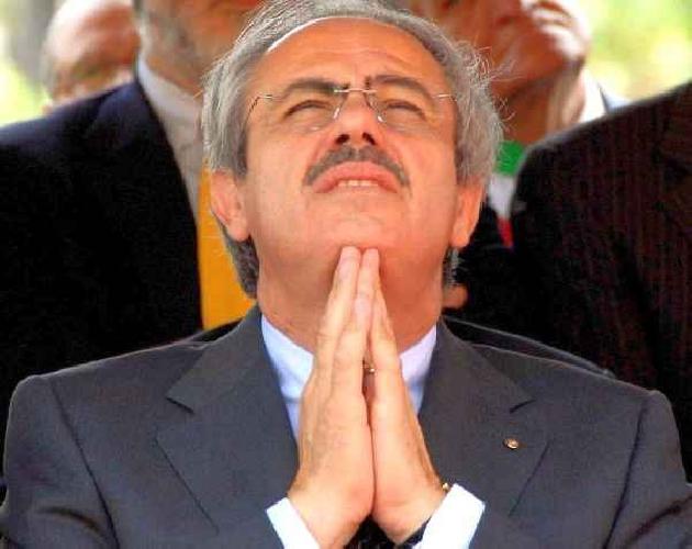 https://www.ragusanews.com//immagini_articoli/14-09-2011/lombardo-graziato-dovra-rispondere-solo-di-reato-elettorale-500.jpg
