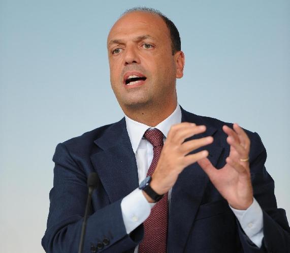http://www.ragusanews.com//immagini_articoli/14-09-2015/il-ministro-alfano-a-ragusa-e-modica-il-22-settembre-500.jpg