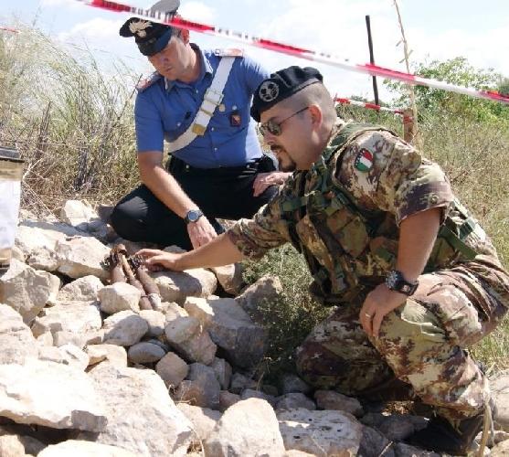 http://www.ragusanews.com//immagini_articoli/14-09-2015/rimosse-le-tre-bombe-di-marina-500.jpg