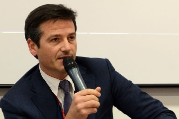 http://www.ragusanews.com//immagini_articoli/14-09-2017/amministratore-delegato-trenitalia-modicano-orazio-iacono-240.jpg
