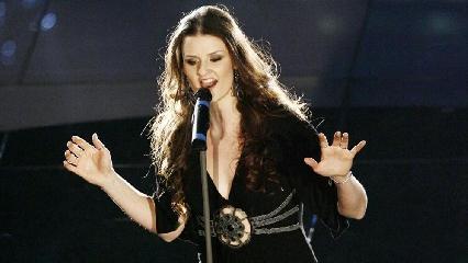 http://www.ragusanews.com//immagini_articoli/14-09-2017/irene-fornaciari-concerto-monterosso-almo-240.jpg