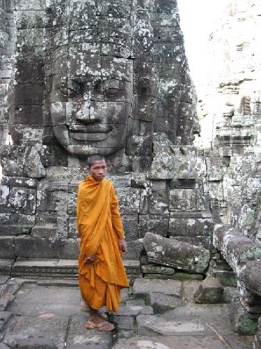http://www.ragusanews.com//immagini_articoli/14-09-2017/sentieri-buddha-mostra-melo-minnella-500.jpg