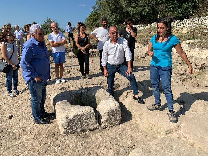 https://www.ragusanews.com//immagini_articoli/14-09-2019/l-egittologo-zahi-hawass-scavi-archeologici-di-noto-antica-foto-500.jpg