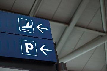https://www.ragusanews.com//immagini_articoli/14-09-2019/parcheggiare-in-aeroporto-soluzioni-alternative-a-costosa-sosta-ufficiale-240.jpg