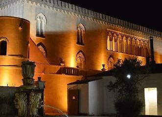 https://www.ragusanews.com//immagini_articoli/14-09-2020/festival-lirico-dei-teatri-di-pietra-a-donnafugata-240.jpg