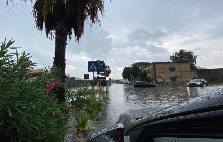 https://www.ragusanews.com//immagini_articoli/14-09-2020/piove-e-catania-finisce-sott-acqua-500.jpg