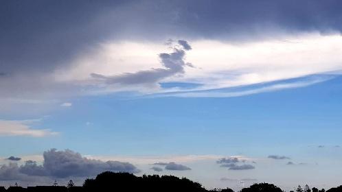 https://www.ragusanews.com//immagini_articoli/14-09-2021/1631601878-la-strega-la-medusa-e-altri-disegni-delle-nuvole-ragusane-foto-1-280.jpg