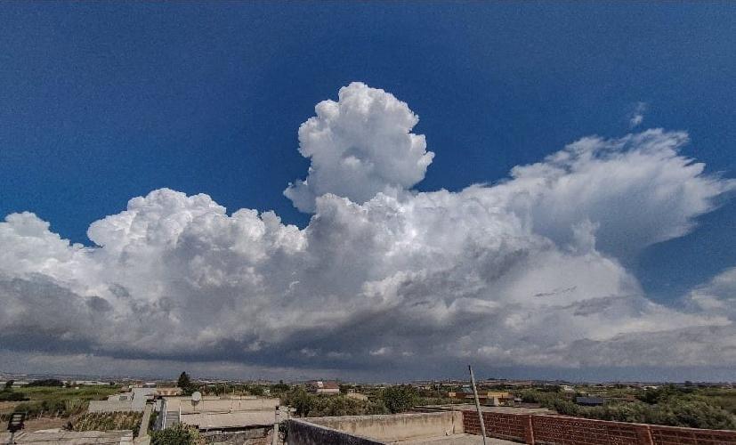 https://www.ragusanews.com//immagini_articoli/14-09-2021/1631601887-la-strega-la-medusa-e-altri-disegni-delle-nuvole-ragusane-foto-7-500.jpg