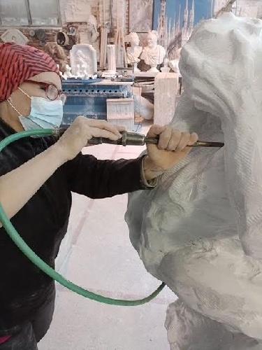 https://www.ragusanews.com//immagini_articoli/14-09-2021/1631611136-le-prime-immagini-della-scultura-di-elena-mutinelli-a-chiaramonte-1-500.jpg