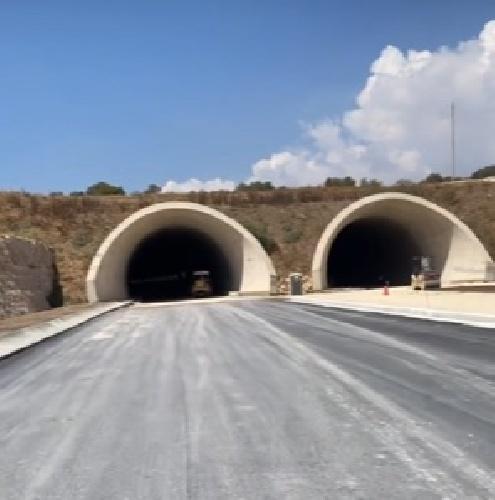 https://www.ragusanews.com//immagini_articoli/14-09-2021/autostrada-siracusa-gel-ecco-la-galleria-che-portera-a-modica-nel-2022-500.jpg