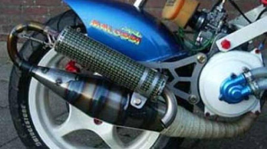 https://www.ragusanews.com//immagini_articoli/14-09-2021/basta-scooter-truccati-a-modica-500.jpg