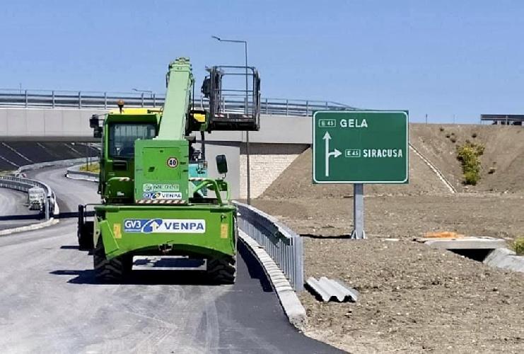 https://www.ragusanews.com//immagini_articoli/14-09-2021/ecco-l-auto-strada-a-modica-500.jpg