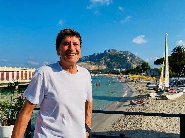 https://www.ragusanews.com//immagini_articoli/14-09-2021/gianni-morandi-in-sicilia-vorrei-tanto-fare-un-bagno-280.jpg
