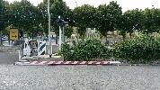 https://www.ragusanews.com//immagini_articoli/14-09-2021/ragusa-auto-investe-e-divelle-sbarra-del-passaggio-a-livello-foto-100.jpg