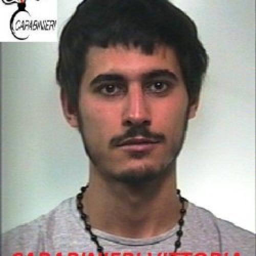 http://www.ragusanews.com//immagini_articoli/14-10-2014/ai-domiciliari-ma-guida-l-auto-arrestato-500.jpg