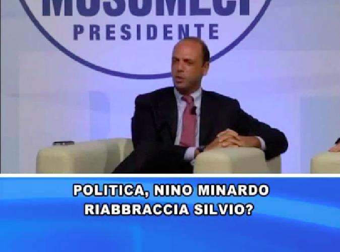 http://www.ragusanews.com//immagini_articoli/14-10-2014/l-on-nino-minardo-riabbraccia-silvio-500.png
