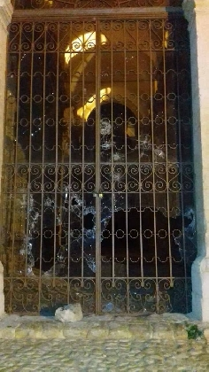 http://www.ragusanews.com//immagini_articoli/14-10-2016/chiesa-di-san-matteo-bersagliata-dai-vandali-420.jpg