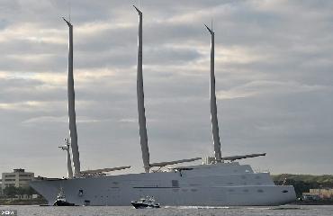 https://www.ragusanews.com//immagini_articoli/14-10-2017/1507977136-yacht-bello-mondo-mare-scicli-foto-1-240.jpg