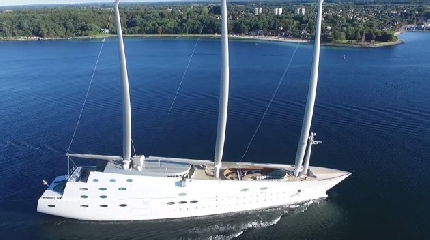 https://www.ragusanews.com//immagini_articoli/14-10-2017/1507977136-yacht-bello-mondo-mare-scicli-foto-2-240.jpg