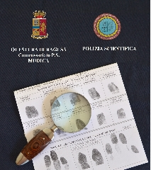 http://www.ragusanews.com//immagini_articoli/14-10-2017/furto-unauto-lautore-sebastiano-iemmolo-240.jpg