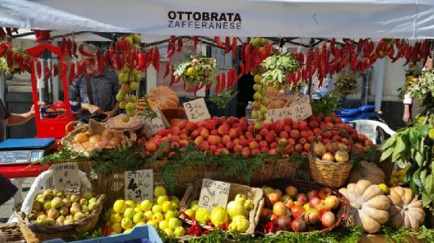 http://www.ragusanews.com//immagini_articoli/14-10-2017/ottobrata-zafferana-500.jpg