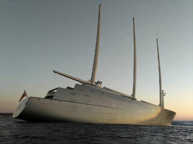 http://www.ragusanews.com//immagini_articoli/14-10-2017/yacht-bello-mondo-mare-scicli-foto-video-500.jpg